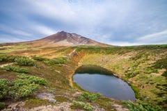 Góra Asahidake z stawem Zdjęcia Royalty Free