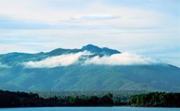 Góra boczny Denny jezioro Zdjęcia Royalty Free