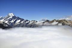 Góra Cook nad chmury koc, Nowa Zelandia fotografia stock