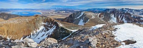 Góra Dana w Yosemite Park Narodowy & Jeziorze Obrazy Royalty Free