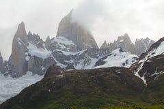 Góra Fitz Roy i góra Poicenot przy Los Glaciares parkiem narodowym, Argentyna Zdjęcie Stock