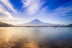 Góra Fuji przeglądać od jeziornego Kawaguchiko fotografia royalty free