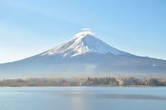 Góra Fuji w jesieni przy kawaguchiko jeziorem obraz royalty free