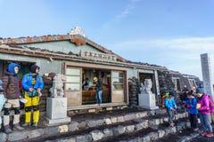 GÓRA FUJI, YAMANASHI JAPONIA, Lipiec, - 25, 2017: Stróżówka dom i Fotografia Stock