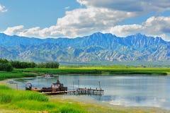 Góra i jezioro Fotografia Royalty Free