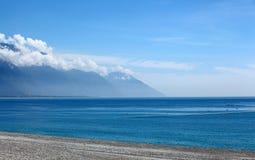 Góra i morze w Wschodni Tajwan Zdjęcia Stock