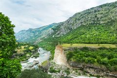 Góra i zieleń krajobraz Montenegro Obrazy Royalty Free