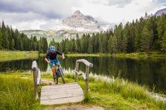 Góra jechać na rowerze w dolomitach, Misurina, Włochy Tre Cime Di L fotografia stock