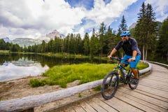 Góra jechać na rowerze w dolomitach, Misurina, Włochy Tre Cime Di L obraz stock