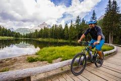 Góra jechać na rowerze w dolomitach, Misurina, Włochy Tre Cime Di L obrazy stock