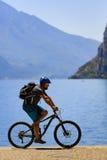 Góra jechać na rowerze na Jeziornym Gardzie, Sentiero della Ponale, Riva Del G Obrazy Stock