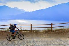 Góra jechać na rowerze na Jeziornym Gardzie, Sentiero della Ponale, Riva Del G Obraz Stock