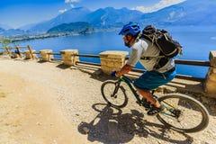 Góra jechać na rowerze na Jeziornym Gardzie, Sentiero della Ponale, Riva Del G Zdjęcie Stock