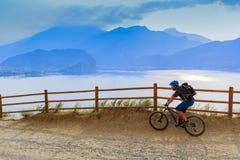 Góra jechać na rowerze na Jeziornym Gardzie, Sentiero della Ponale, Riva Del G Fotografia Royalty Free