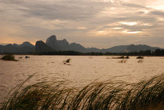 góra jeziorny wschód słońca Obraz Stock