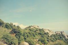 Góra krajobraz na słonecznym dniu; filtrujący, retro styl, Zdjęcia Royalty Free