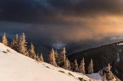 Góra krajobraz przy zmierzchem Zdjęcia Royalty Free
