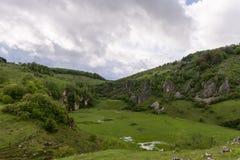 Góra krajobraz w chmurnym letnim dniu Obrazy Royalty Free