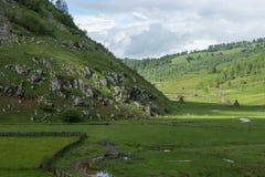 Góra krajobraz w chmurnym letnim dniu Fotografia Royalty Free