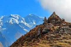 Góra krajobraz w himalaje Piramida kamienie Zdjęcia Royalty Free