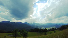 Góra krajobraz z chmurami zbiory wideo
