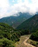 Góra krajobraz z halnym strumieniem w Azerbejdżan zdjęcie stock