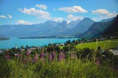 Góra krajobraz z jeziorem Zdjęcia Stock