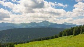 Góra krajobraz z postem Chmurnieje i Ocienia zbiory wideo
