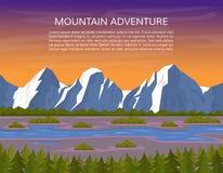 Góra krajobraz z rzecznym i sosnowym lasem Zdjęcia Royalty Free