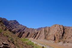 Góra krajobraz z skał warstwami w Andes blisko Laguna Brava, Paso Pircas Negras, Argentyna, Ameryka Południowa zdjęcia royalty free