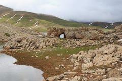 Góra krajobraz z sloped zakrywający stapianiem śnieżny mały vi zdjęcie royalty free