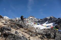 Góra Krajobrazowa i Alpejski arywista bierze obrazek na przenośnym telefonie Zdjęcie Stock