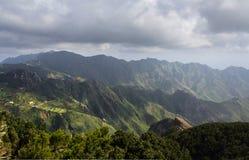 Góra krajobrazowy panoramiczny widok - zieleni wzgórza Obraz Royalty Free