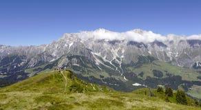 Góra krzyż przed Hochkoenig górą Zdjęcia Stock