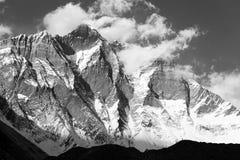Góra Lhotse z chmurami na wierzchołku Fotografia Stock