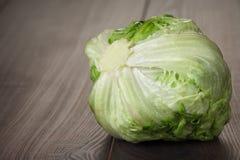 Góra lodowa świeża zielona sałatka zdjęcia stock