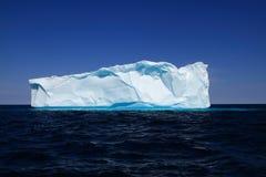 Góra lodowa blisko zachodnie wybrzeża Greenland Obrazy Stock