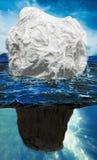 Góra lodowa model który upodabnia ludzką komunikację z widocznym odpływem woda gór lodowa kostki lodu, Współczynnik jest bardzo m obraz stock