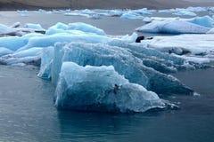 Góra lodowa na jeziornym Jokulsarlon Zdjęcie Royalty Free