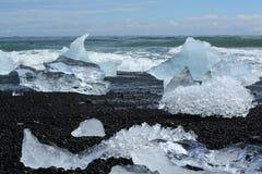 Góra lodowa na plaży Zdjęcie Stock