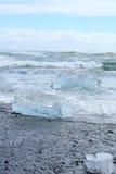 Góra lodowa na plaży Obrazy Royalty Free