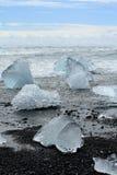 Góra lodowa na plaży Zdjęcie Royalty Free