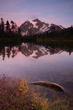 Góra Mt Shuskan Wysokiego szczytu obrazka północy Jeziorne kaskady Fotografia Royalty Free