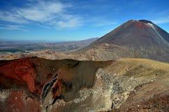 Góra Ngauruhoe i czerwony krater Obrazy Royalty Free