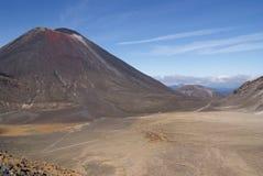 Góra Ngauruhoe na słonecznym dniu zdjęcia stock