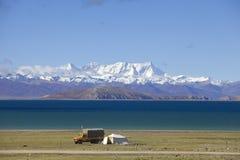 Góra Nyainqntanglha i jezioro Namtso Fotografia Stock
