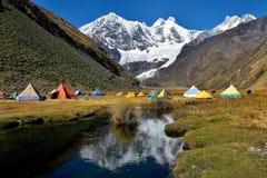 Góra obóz w Huayhuash pasmie górskim Zdjęcie Stock