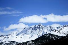 góra obłoczny śnieg Obrazy Stock