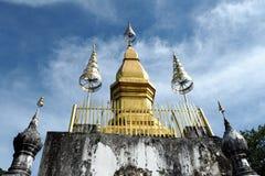 Góra Phousi w Luang pra uderzeniu w Lao obraz stock