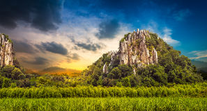 Góra przy rolnictwo ziemią Zdjęcie Royalty Free
